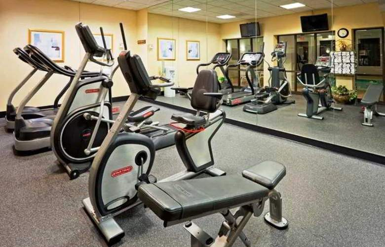 Hampton Inn Boston-Logan Airport - Sport - 8