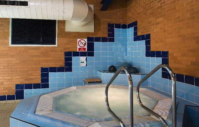 Holiday Inn Express Southampton West - Pool - 13