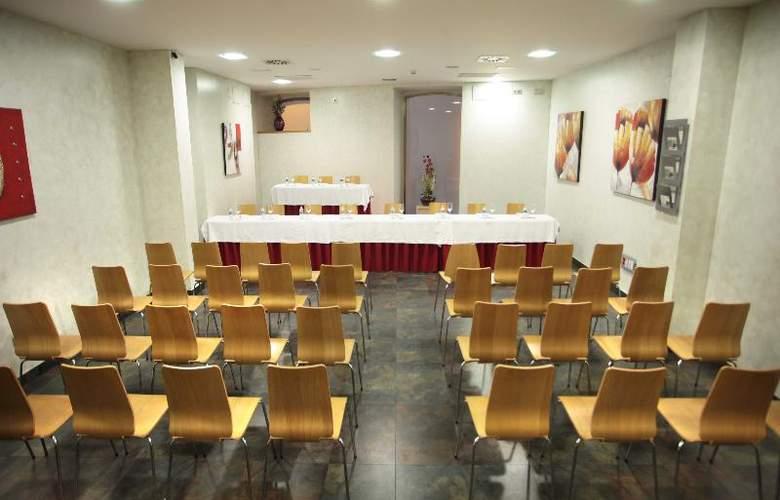 ELE Enara Boutique - Conference - 4