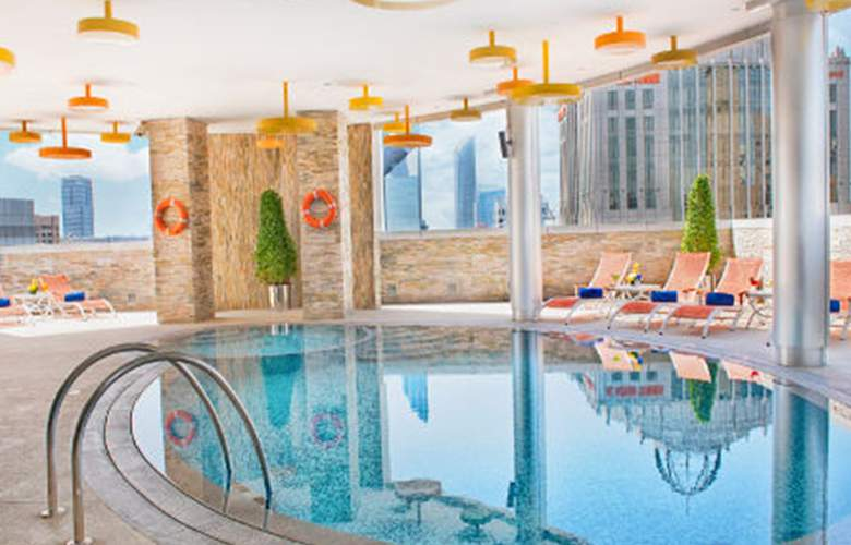 Tryp by Wyndham Abu Dhabi City Centre - Pool - 3