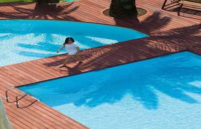 Clarion Suites Cannes Croisette - Pool - 31