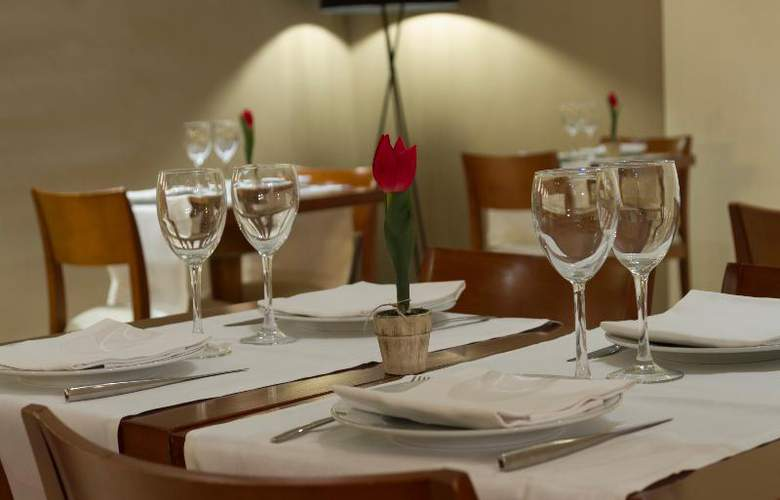 Rey Alfonso X - Restaurant - 57