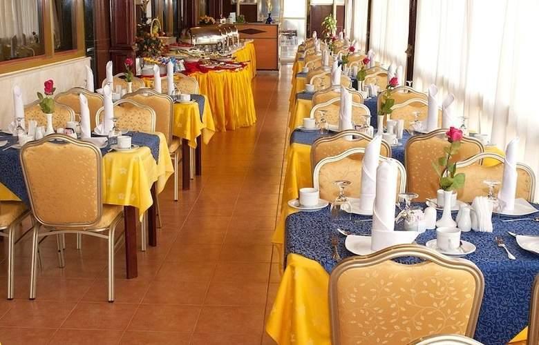 Safeer Hotel Suites - Restaurant - 3