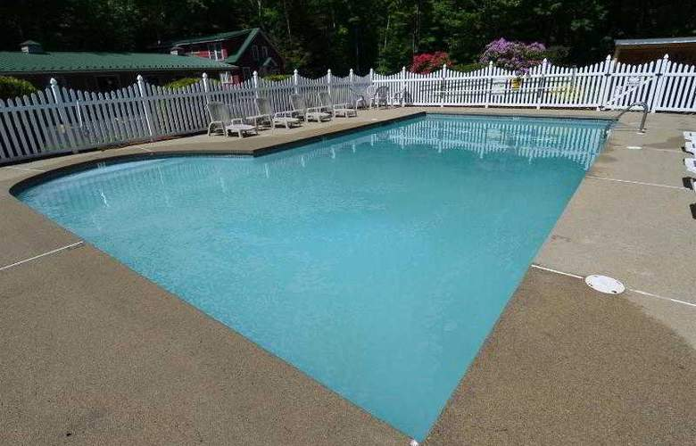 Econo Lodge Inn & Suites - Pool - 28