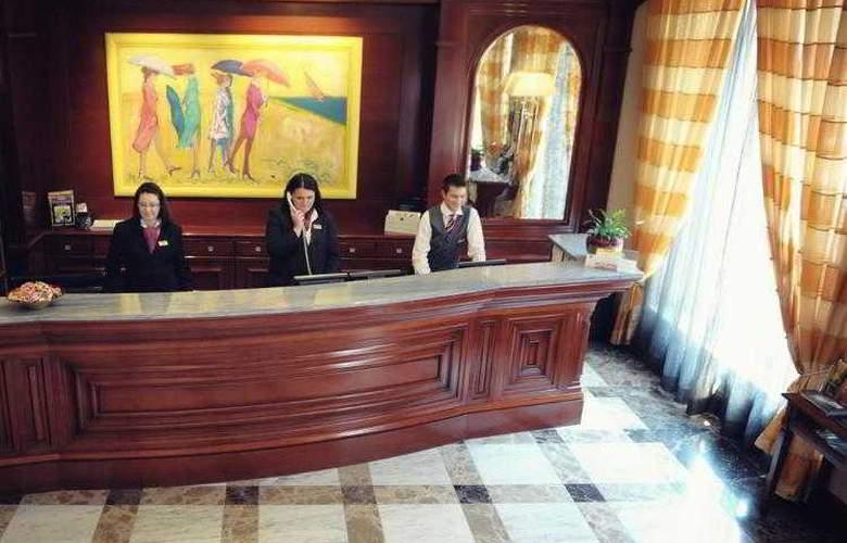Best Western Premier Astoria - Hotel - 99