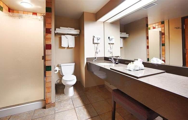 Best Western Plus Pocaterra Inn - Room - 115