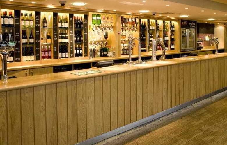 Premier Inn Heathrow Airport - Bar - 3