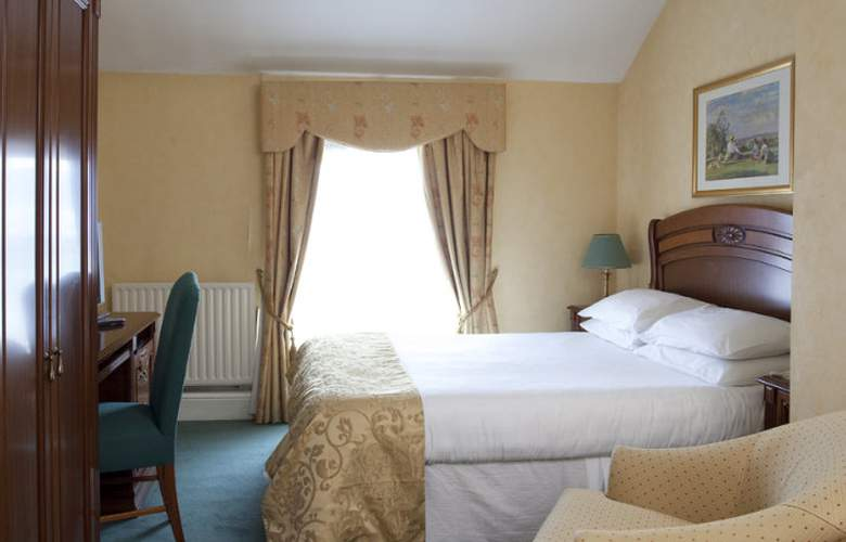 The Royal Hotel and Merrill Leisure Club - Room - 2