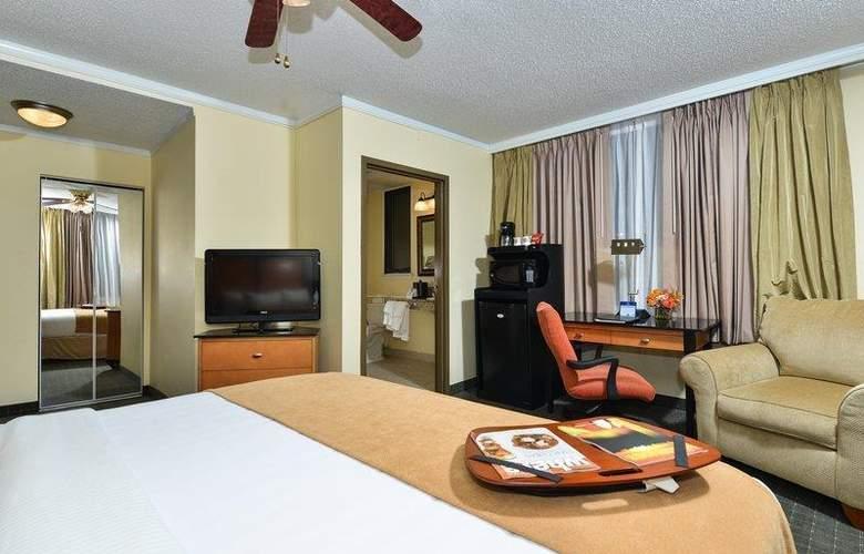 Best Western Plus St. Charles Inn - Room - 68