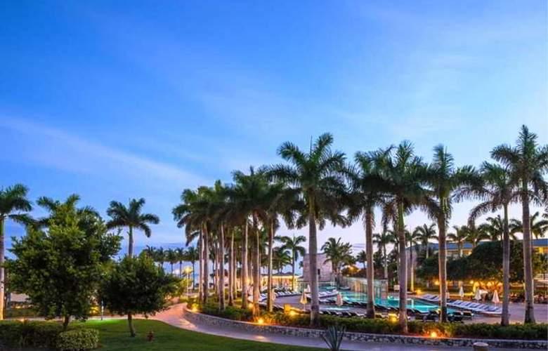 Memories Grand Bahama Beach & Casino Resort - Pool - 2