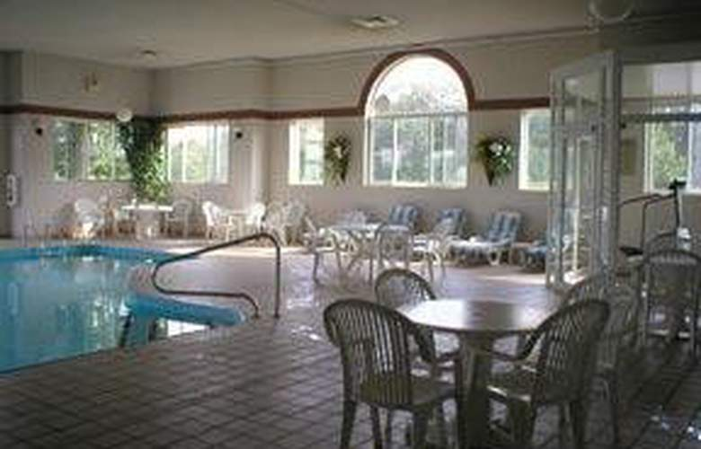 Comfort Inn (Butler) - Pool - 6
