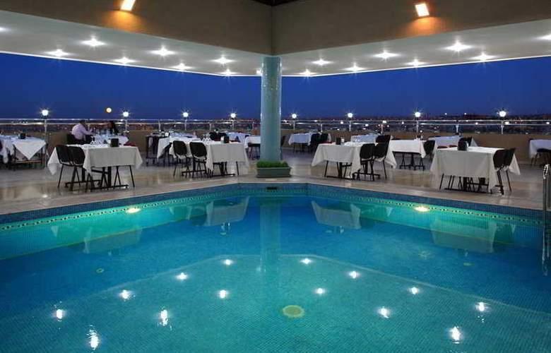 Grand Hotel Gaziantep - Terrace - 9