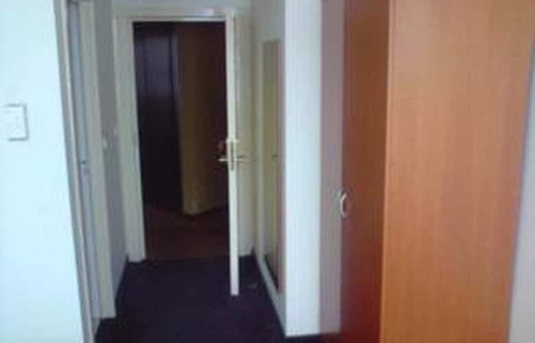 Belmont - Room - 14