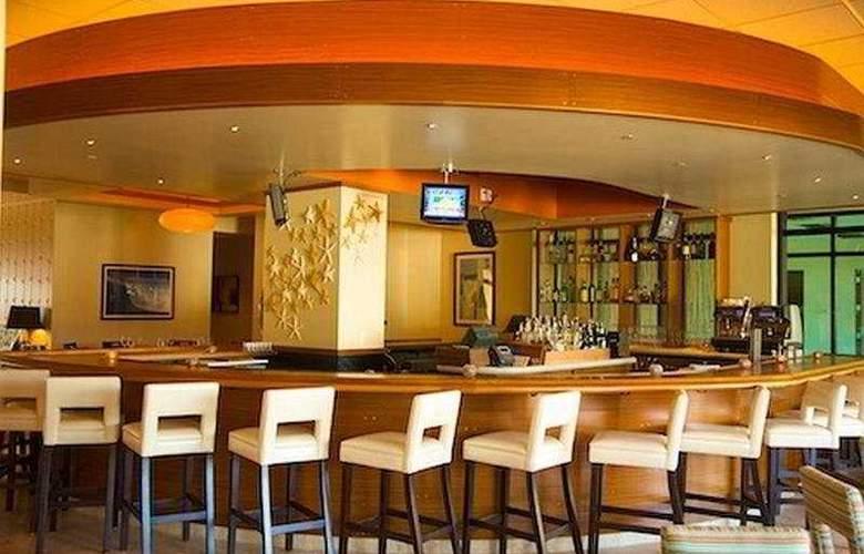 Naples Bay Resort - Bar - 8