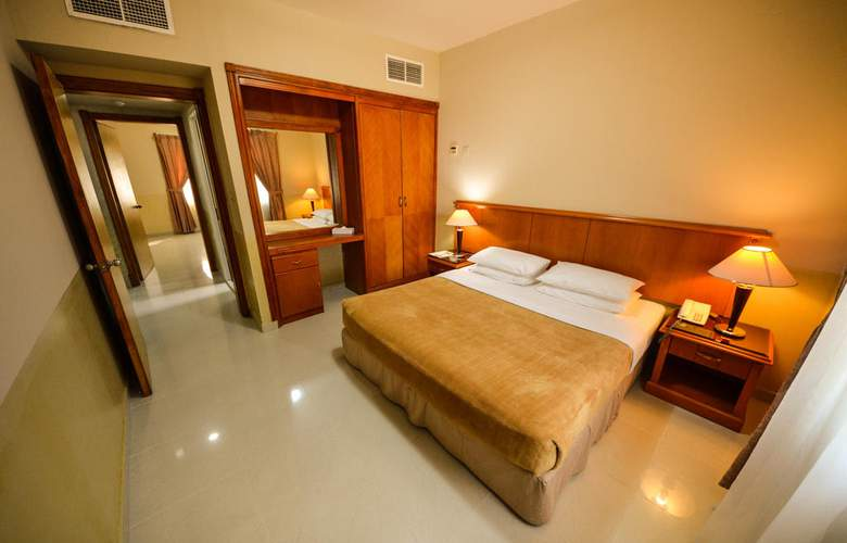Sandy Beach Hotel & Resort - Room - 1