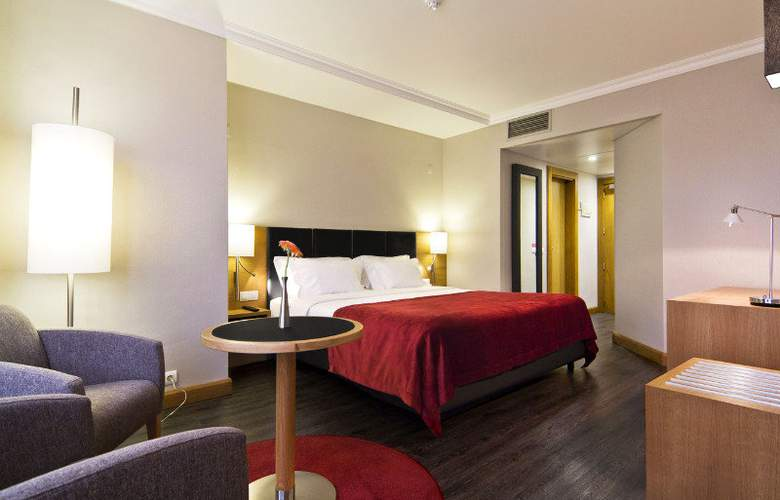 Sana Reno - Room - 6