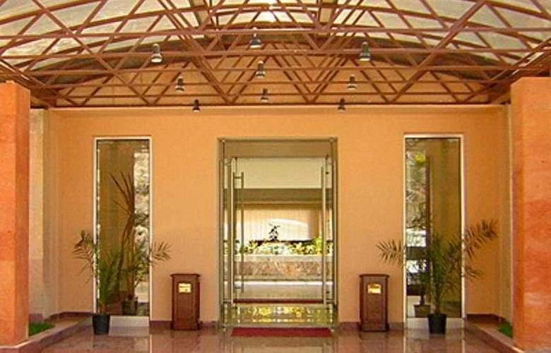Regineh Hotel - General - 2