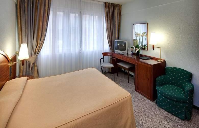 Gaudi - Room - 2