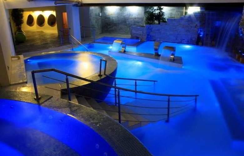 The Rhino Resort Hotel & Spa - Pool - 4