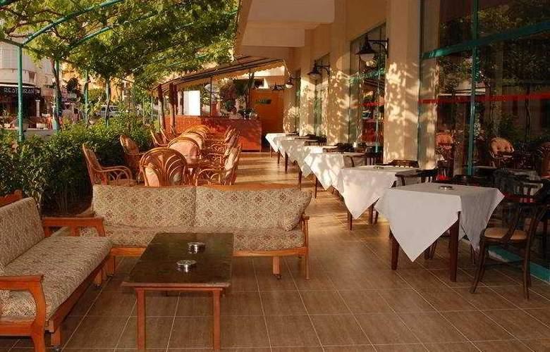 Avena Resort & Spa Hotel - Terrace - 7