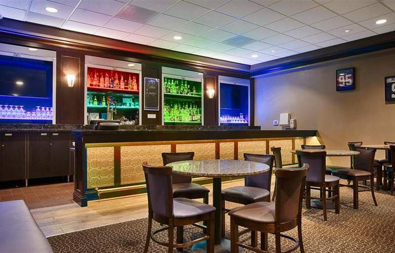 Best Western Plus Hotel & Conference Center - Bar - 73