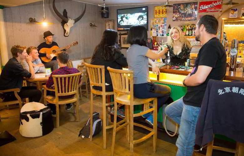 a&t Holiday Hostel Wien - Bar - 11