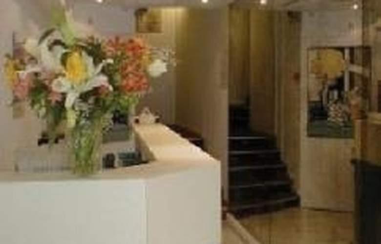 Carlyna - Hotel - 0