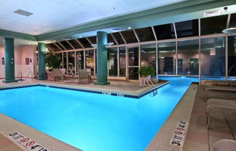 Hilton Suites Atlanta Perimeter - Pool - 0