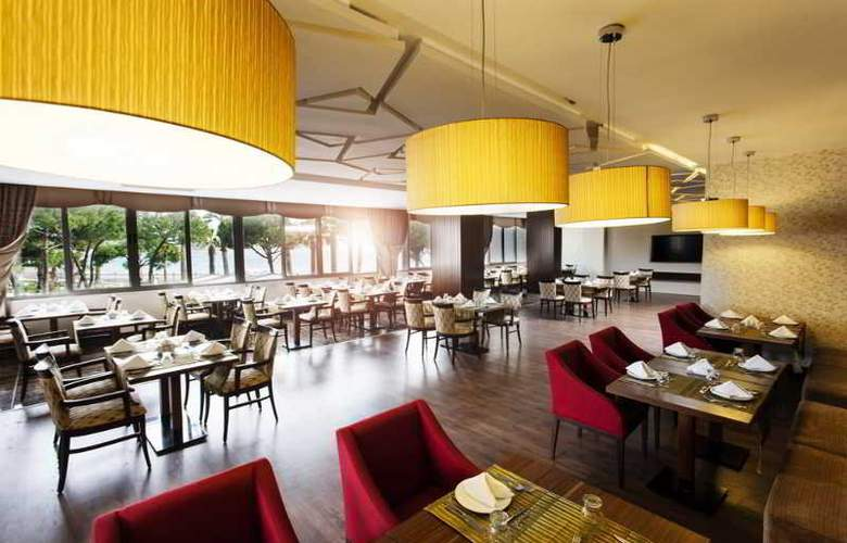Tusan Beach Resort - Restaurant - 16
