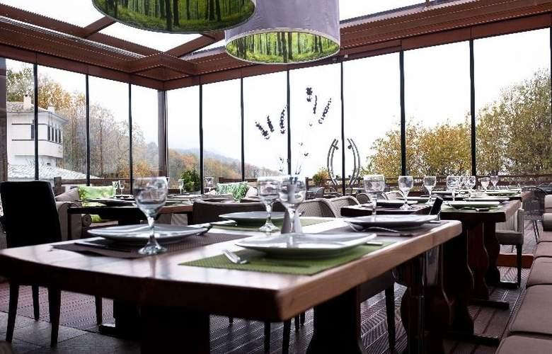 12 Months Luxury Resort - Restaurant - 5