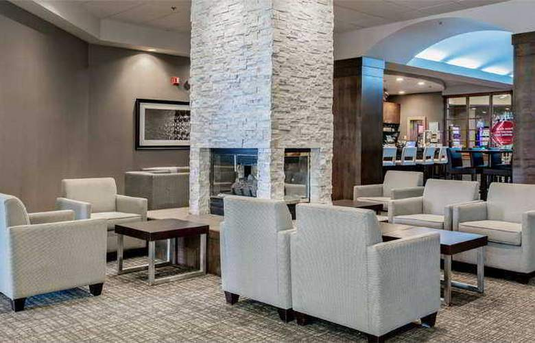 Delta Saguenay Hotel and Convention Center - Bar - 3