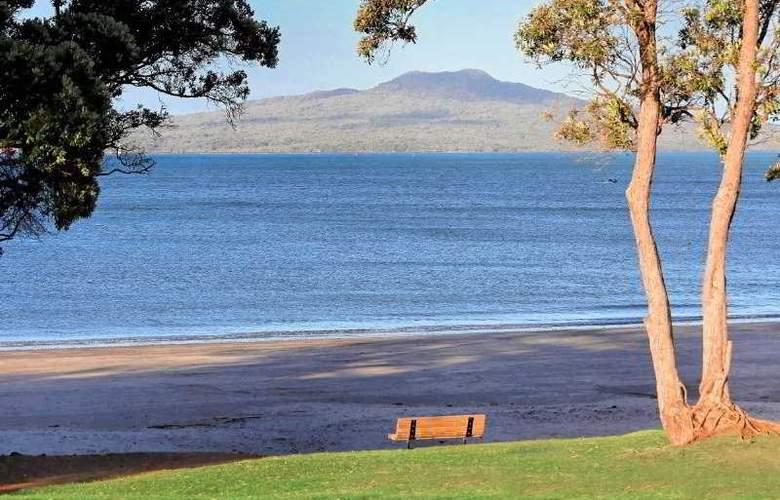 The Spencer on Byron - Beach - 4