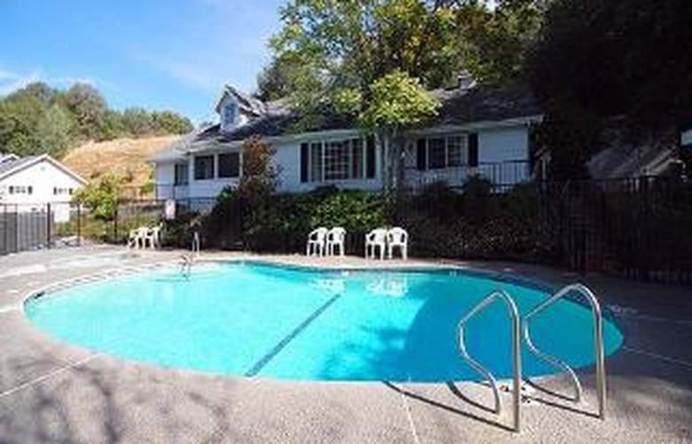 Comfort Inn Yosemite Valley Gateway - Pool - 2