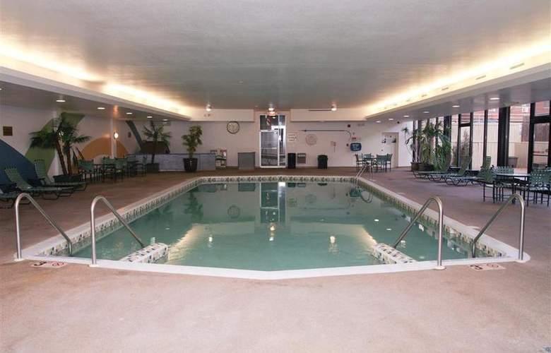 Best Western Woods View Inn - Pool - 91