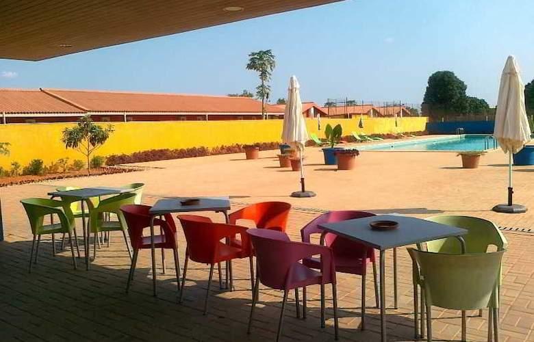 Viana Hotel - Terrace - 11