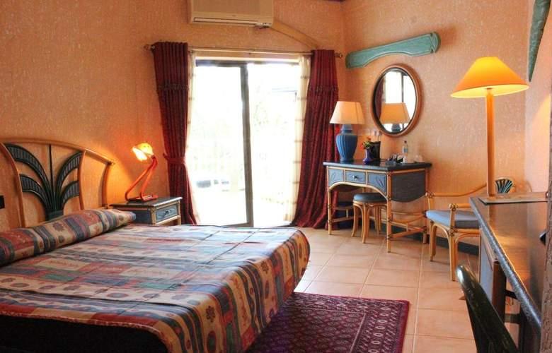 The Beachcomber Hotel & Resort - Room - 11