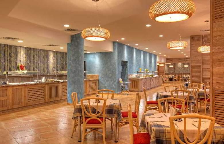 Globus - Restaurant - 13