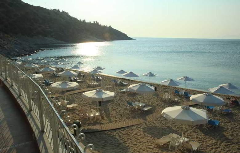 Tosca - Beach - 10