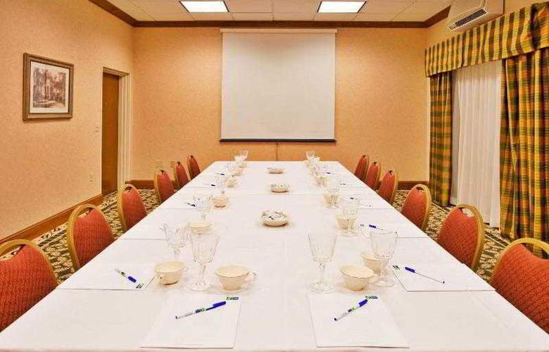 Holiday Inn Express & Suites Tampa - Hotel - 7