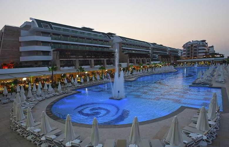 Crystal Waterworld Resort Spa - Hotel - 7