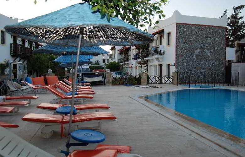 Eris Hotel - Pool - 6