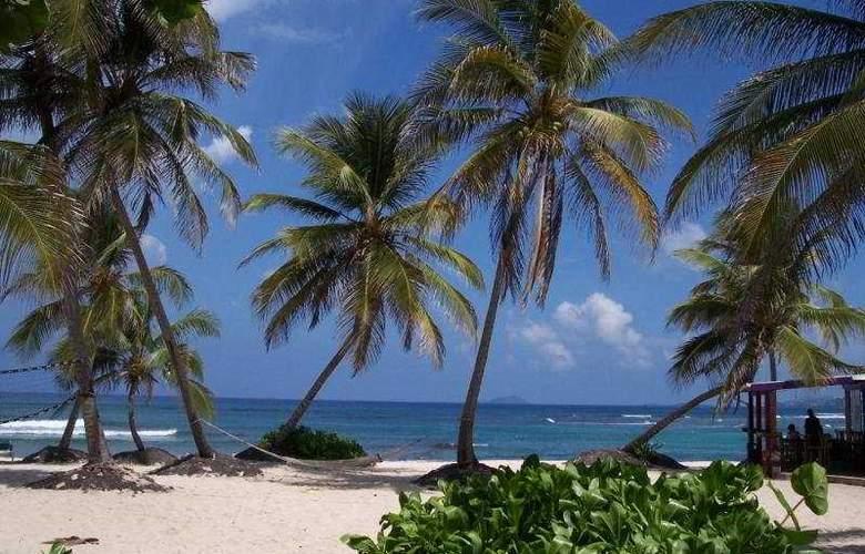 Hibiscus Beach Resort - Beach - 7