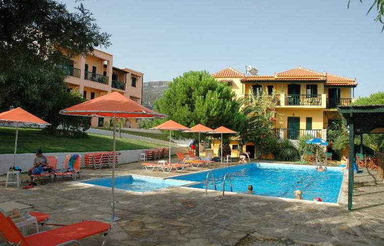 Ledra - Pool - 8