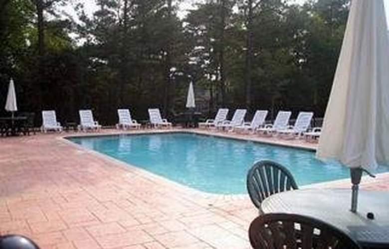 Comfort Inn & Suites Near Lake Lanier - Pool - 4