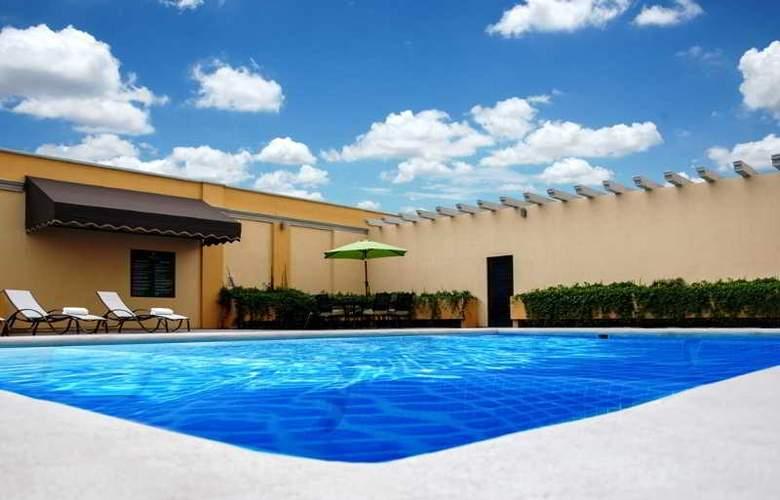 La Quinta Inn & Suites Monterrey Norte - Pool - 2