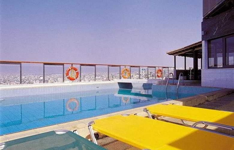Dorian Inn - Pool - 9