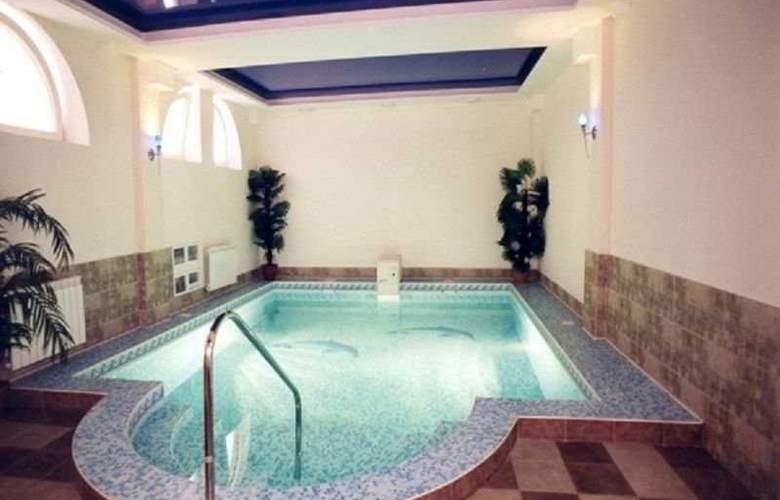 Prestige - Pool - 10