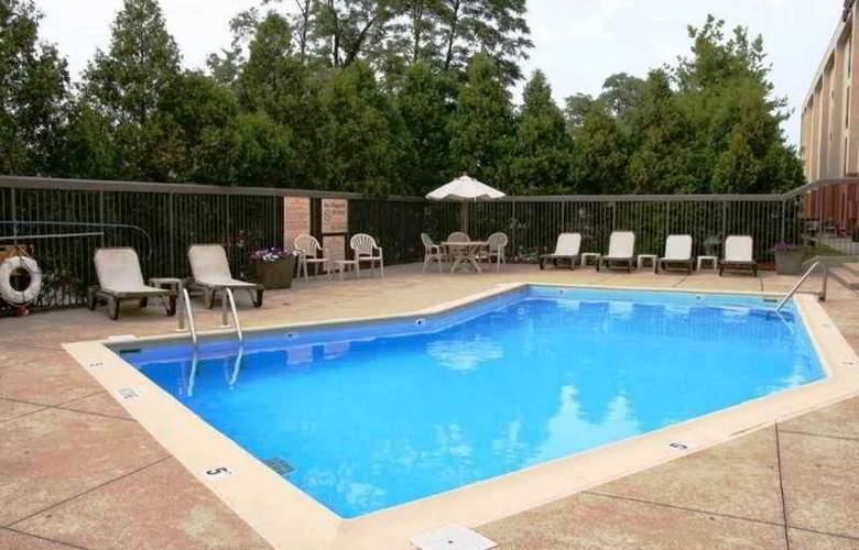Hampton Inn Bloomington - Pool - 0