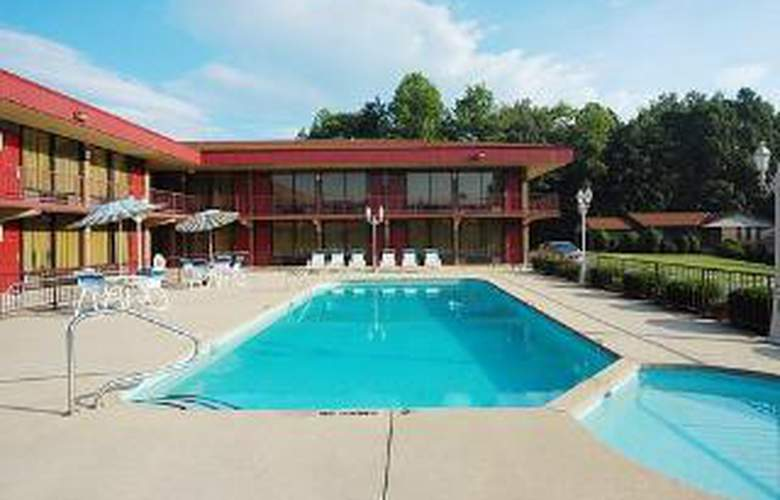 Econo Lodge Airport - Pool - 5
