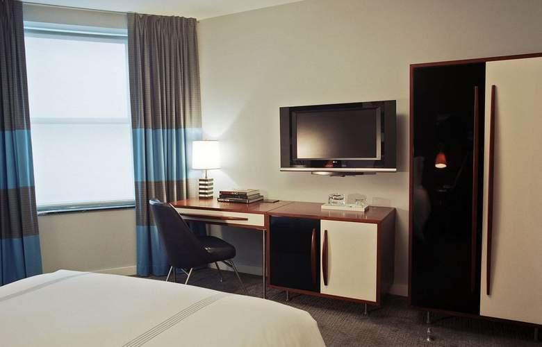 6 Columbus - Room - 8